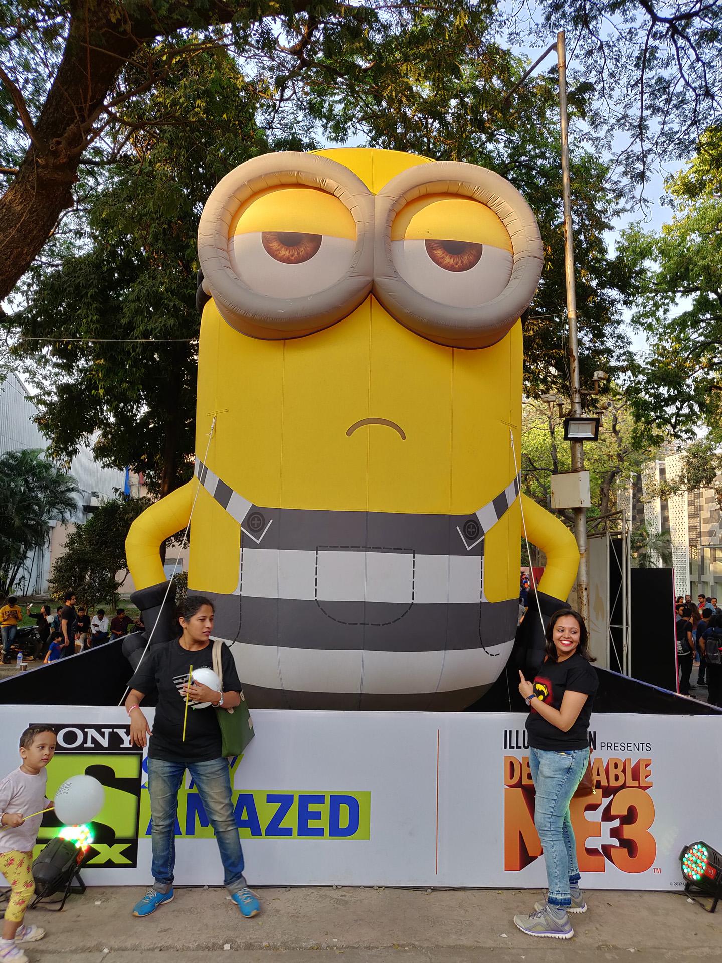 Comic Con Mumbai 2018 00 - Minion Statue