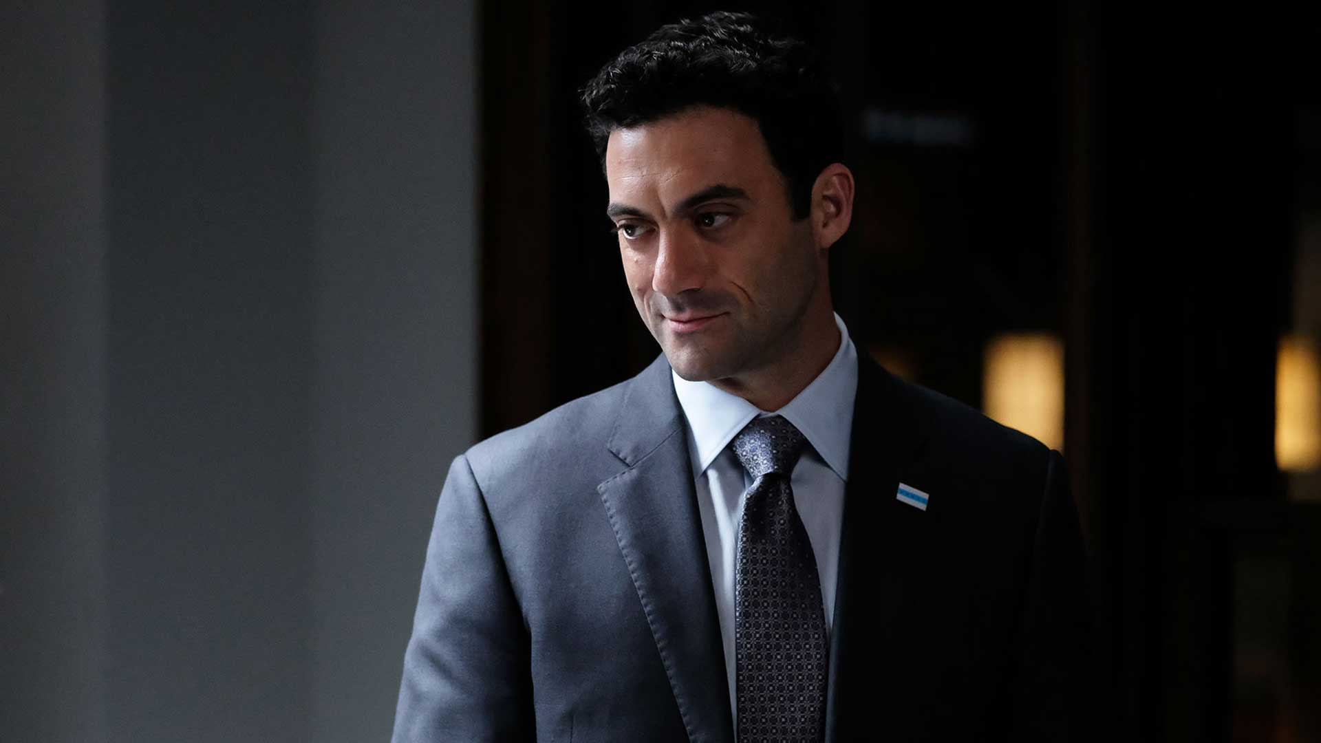 Pearson S01E01 Mayor Bobby Golec Morgan Spector