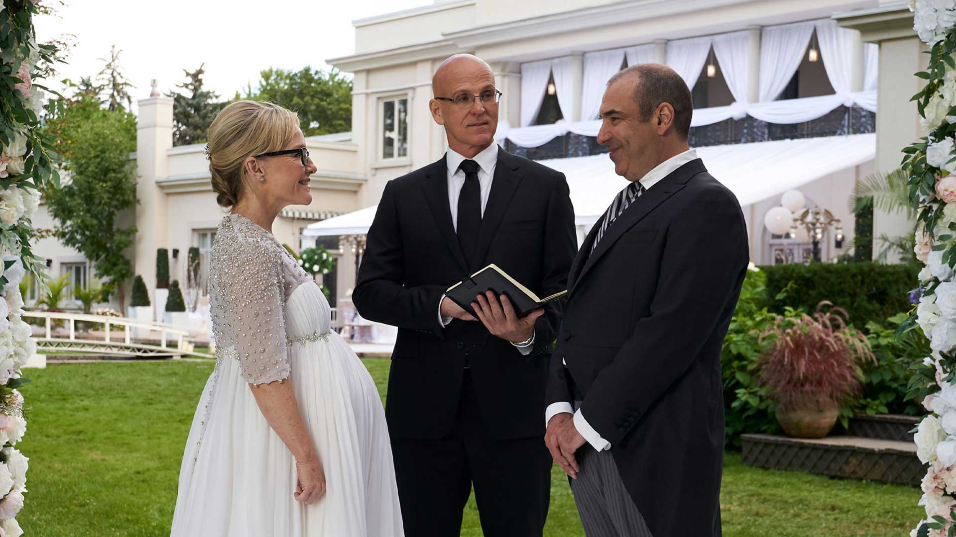 Suits S09E10 Rachael Harris Sheila Zsasz Rick Hoffman Louis Litt Wedding