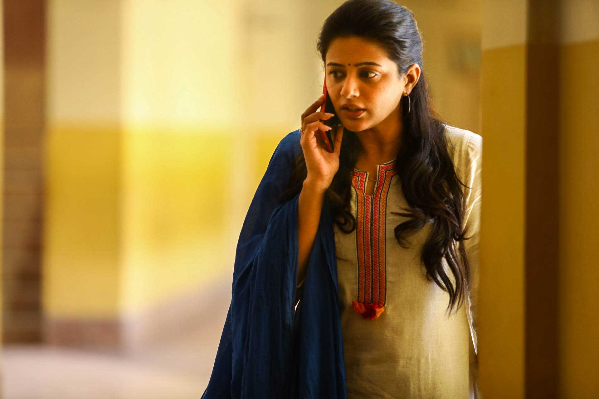 The Family Man S01E02 Still 2 - Priyamani