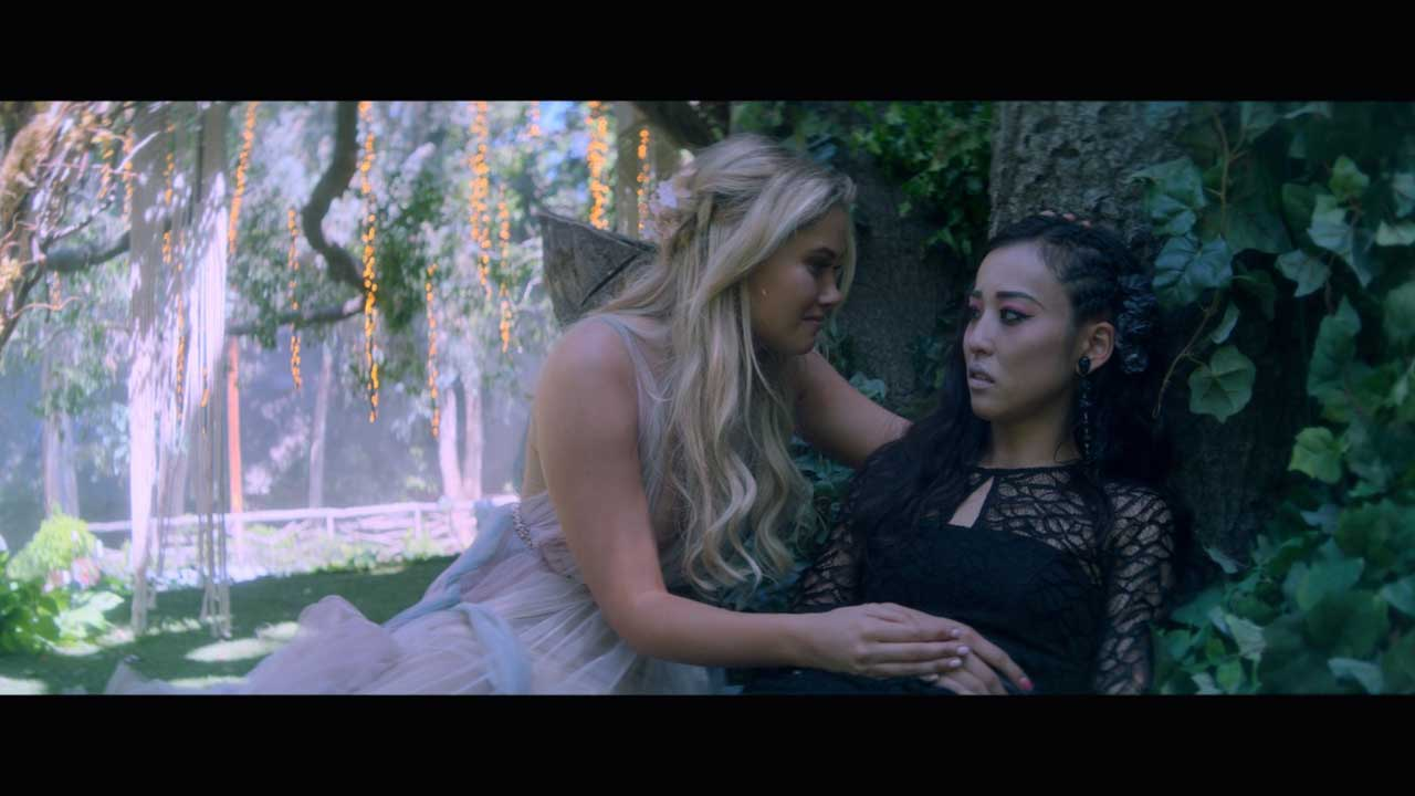 Runaways S03E02 Karolina Nico