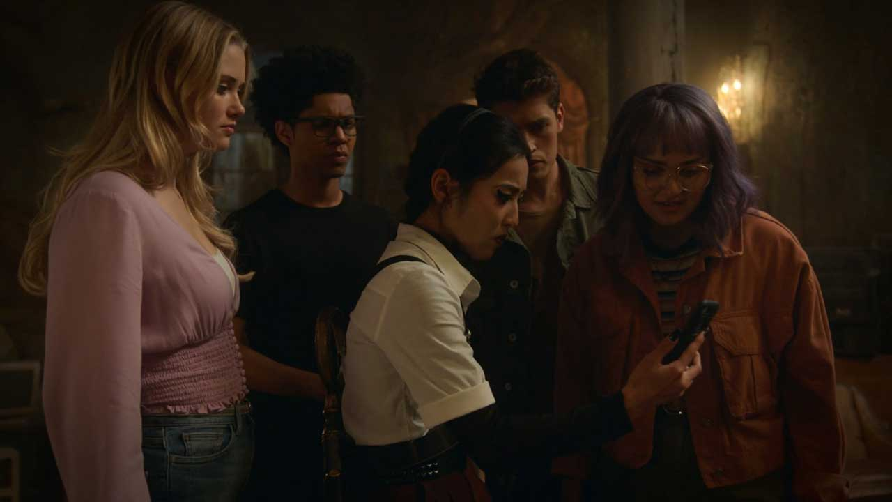 Runaways S03E09 The Gang Final Time