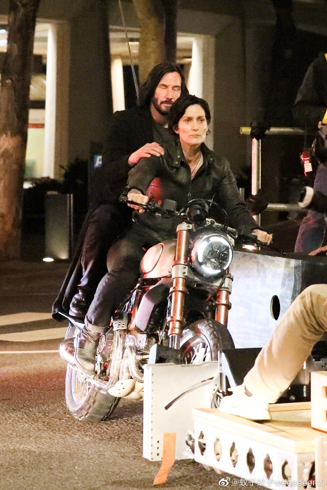 Matrix 4 Set Photo 02 Keanu Reeves Carrie Anne Moss