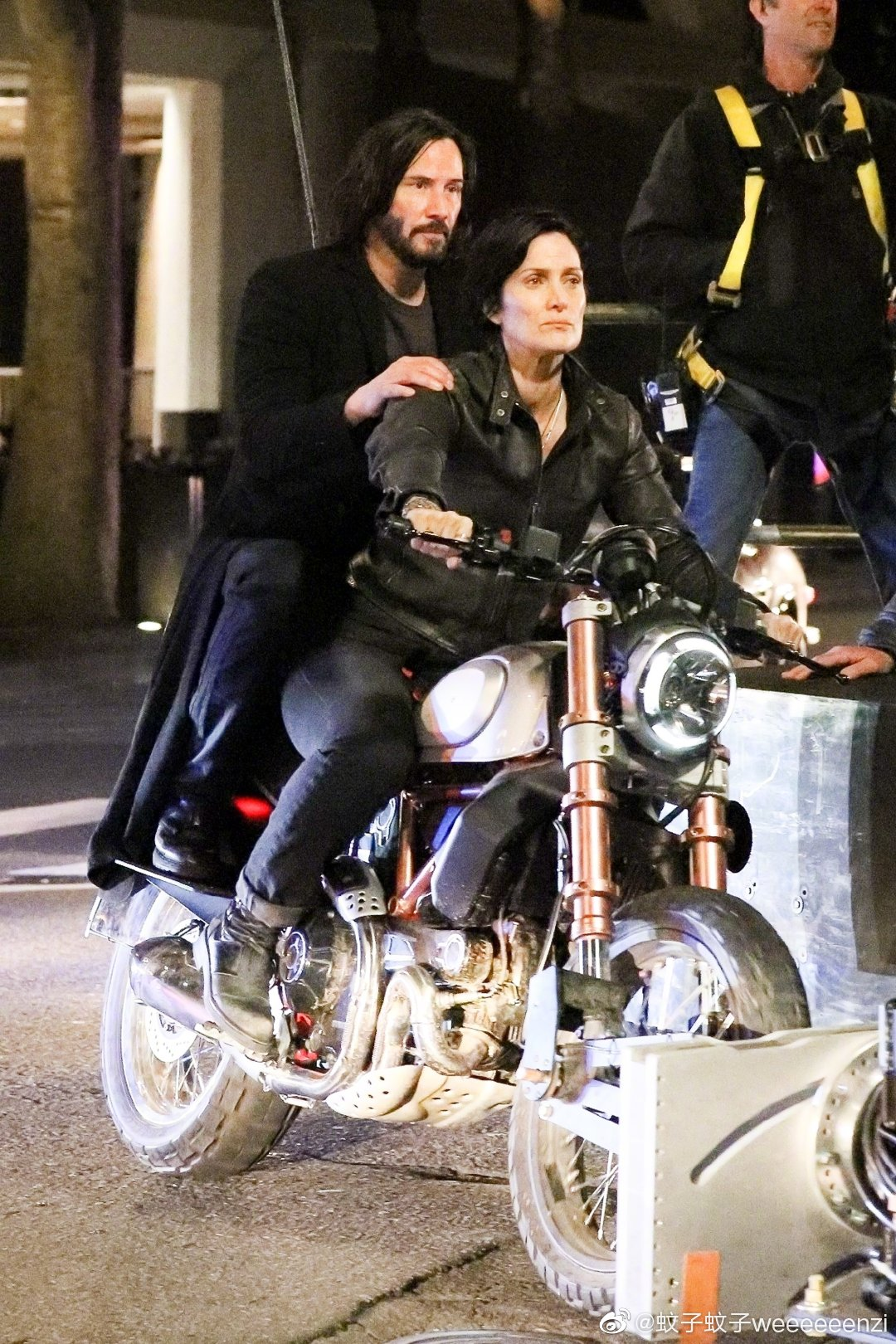 Matrix 4 Set Photo 03 Keanu Reeves Carrie Anne Moss