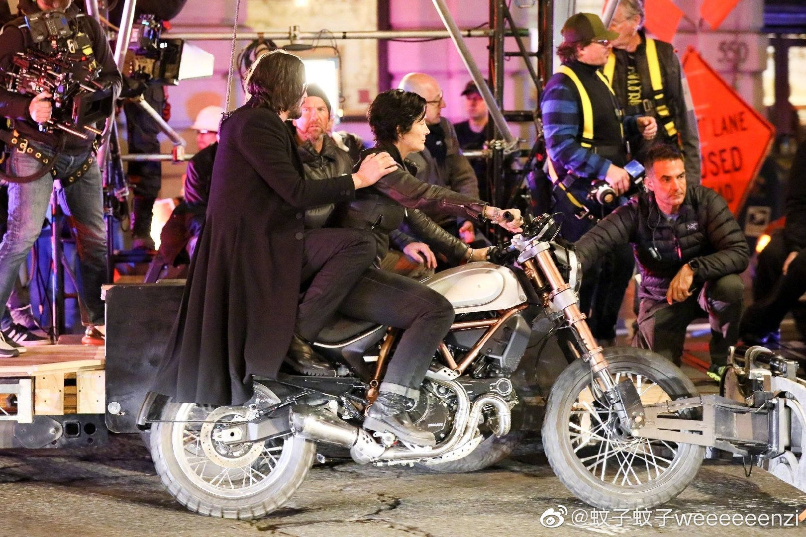 Matrix 4 Set Photo 09 Keanu Reeves Carrie Anne Moss