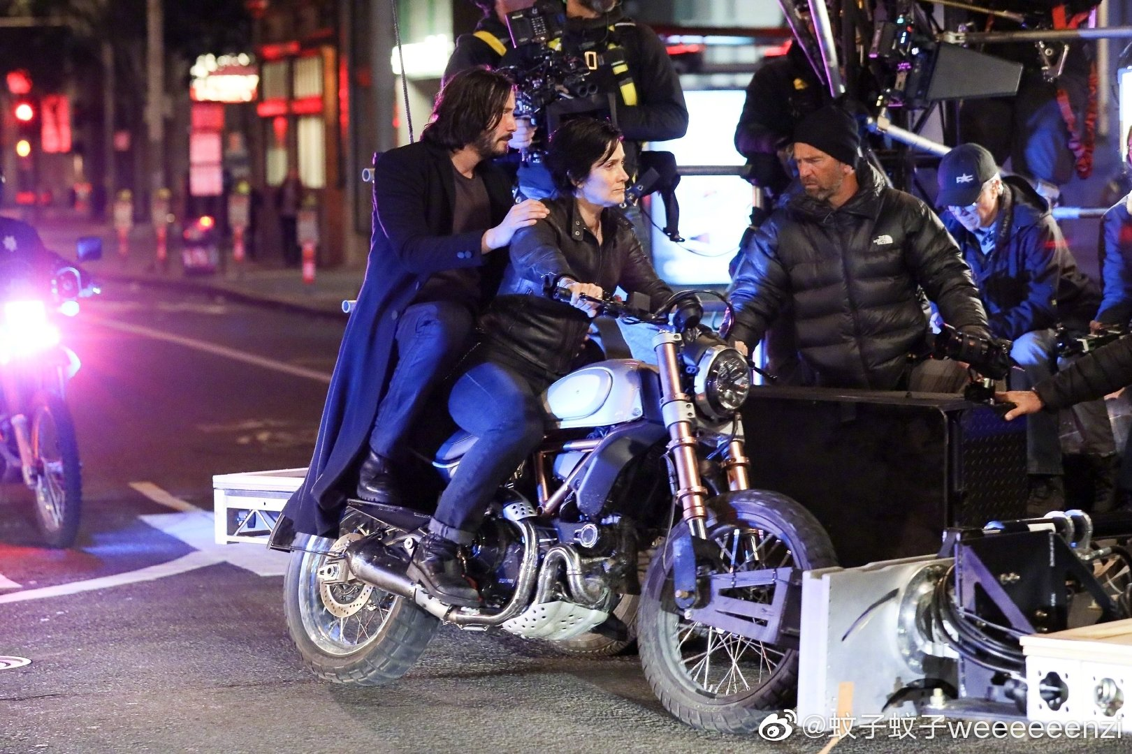 Matrix 4 Set Photo 12 Keanu Reeves Carrie Anne Moss