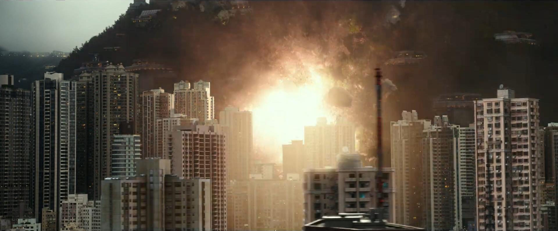 Godzilla vs Kong Trailer Still 01 - Destruction in the City